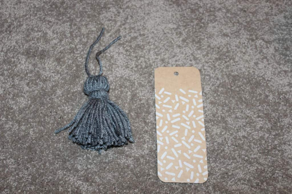 Handmade bookmark: Tie tassel to bookmark