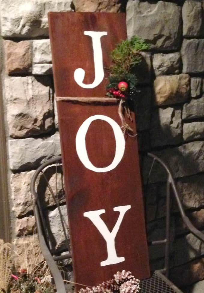 How to make wooden signs with stencils; outdoor wood sign, chalk paint wood sign, DIY outdoor sign, JOY wood sign