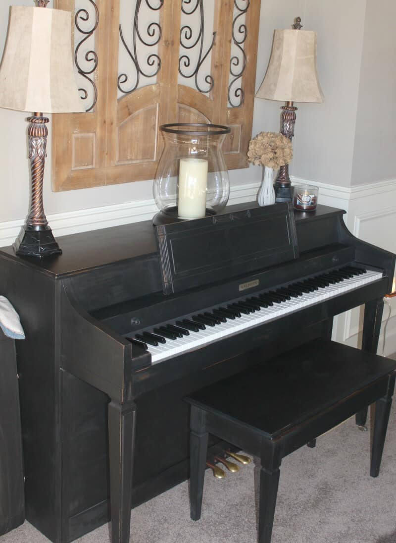 Piano makeover with black chalk paint