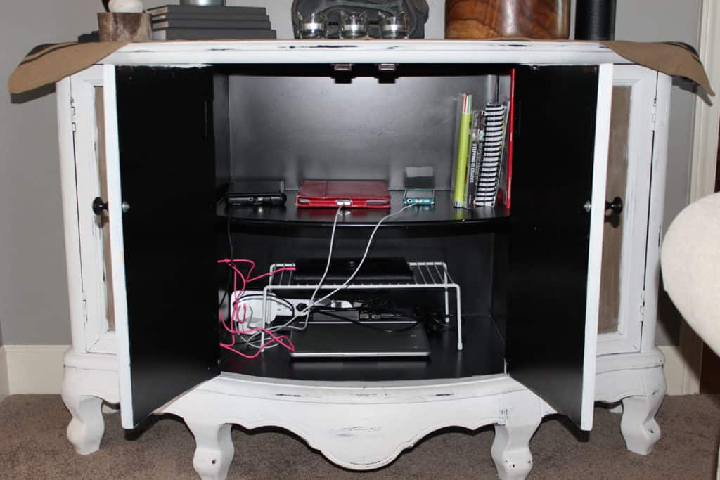 Charging station in cabinet, charging station, electronic devices storage