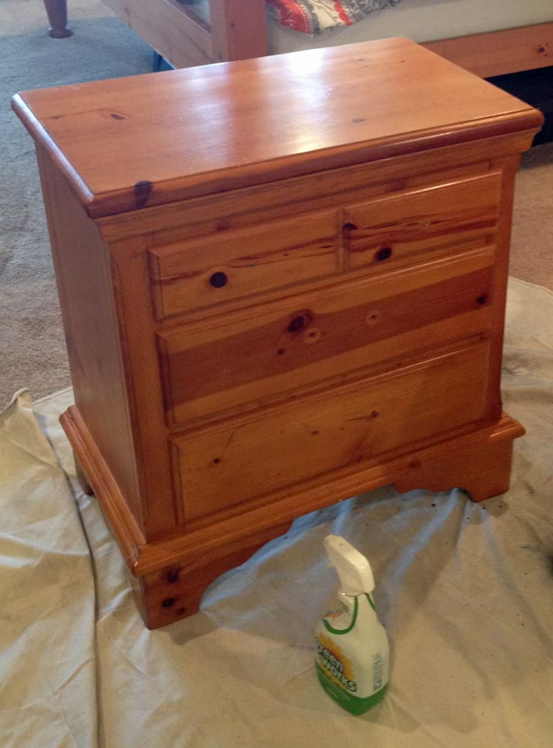 Orange knotty pine night stand before using chalk paint by Annie Sloan in French Linen