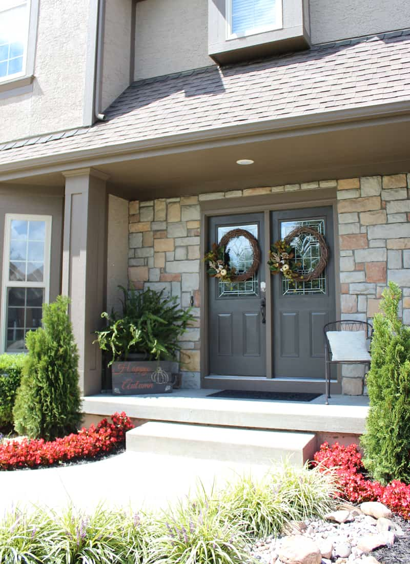 Mistakes to avoid when painting a front door, fall porch decor, fall front door wreaths, urbane bronze, begonias