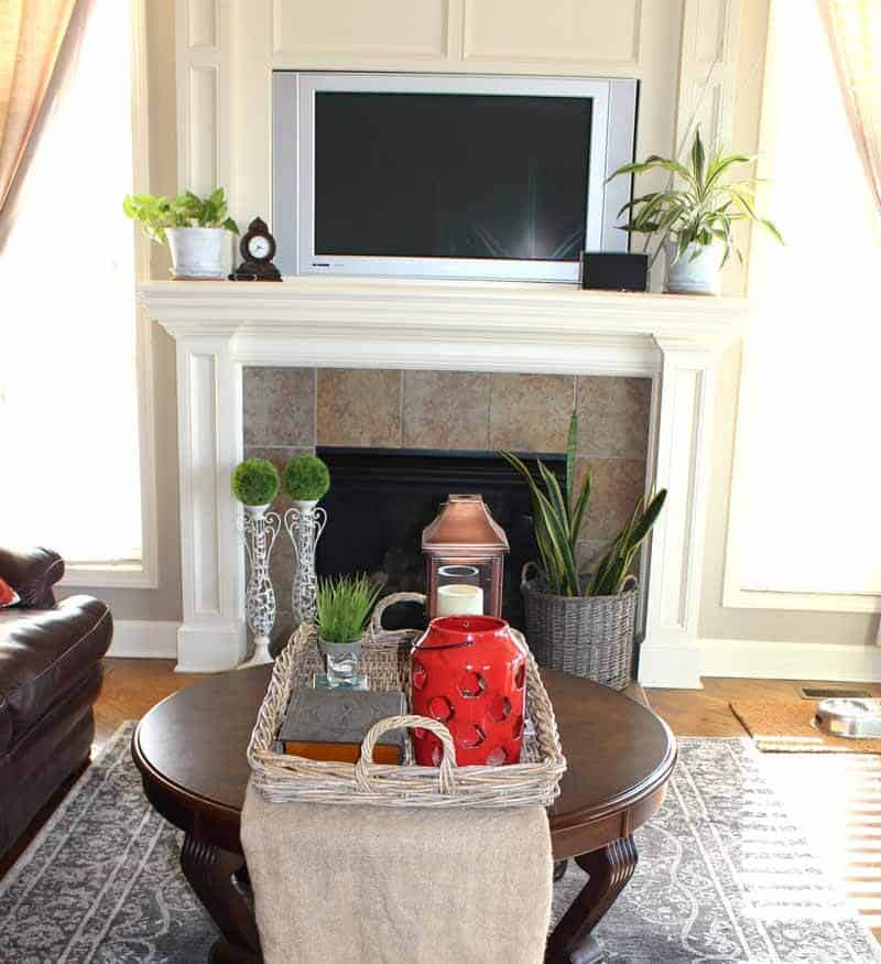 House decor ideas using red accessories as well plants