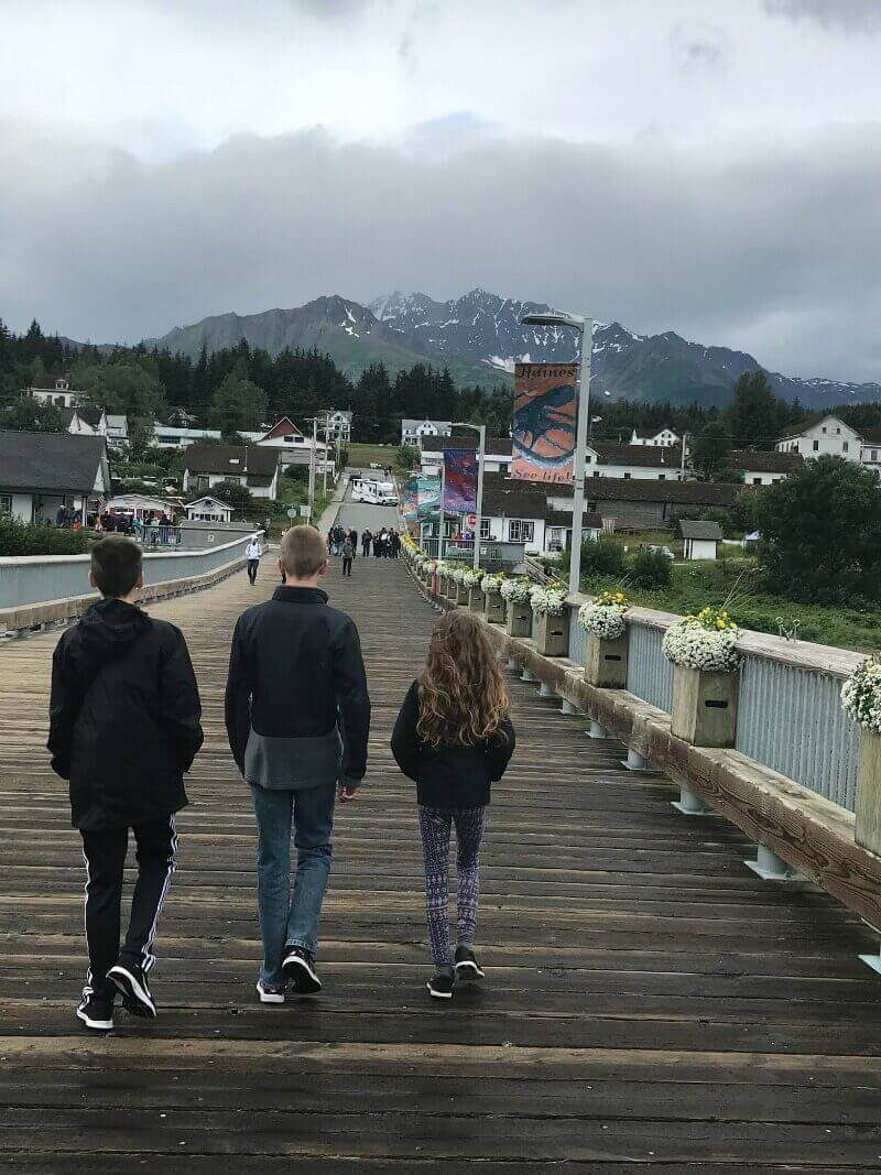 Children leaving their Alaskan cruise ship.