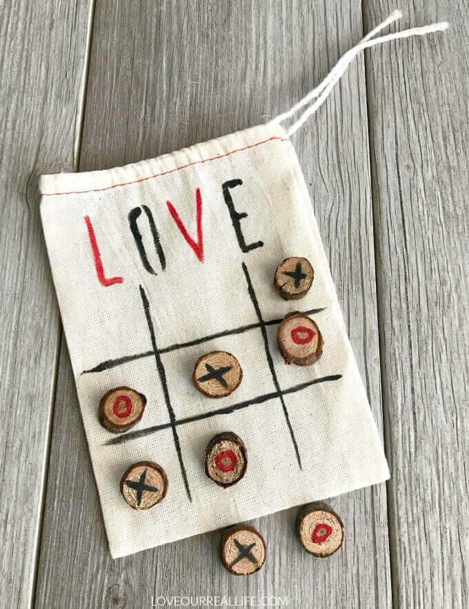 Valentine's Day craft - DIY tic tac toe bag