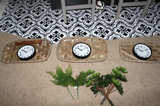 Time zone clocks for wall hangings.