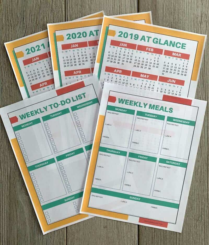 Bonuses with cleaning binder: Weekly to do list, weekly meal plan tracker, year at a glance for 2019, 2020, 2021