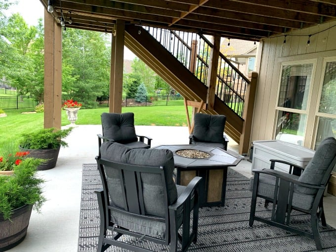Outdoor living spaces on a budget using DIY ideas and spray painting outdoor furniture