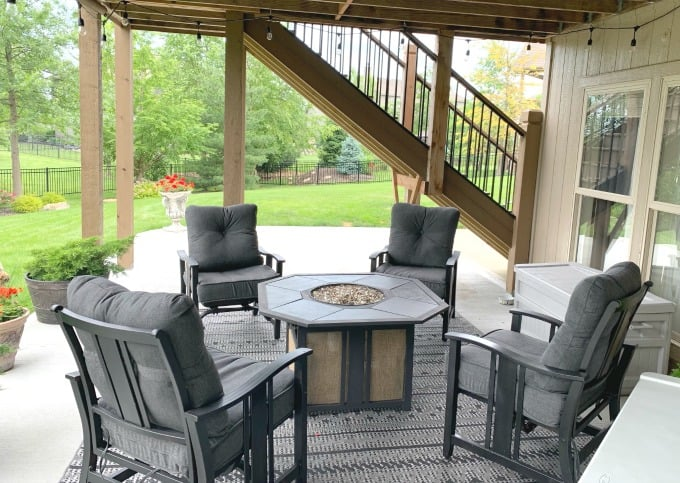 Spray painting outdoor patio or deck furniture