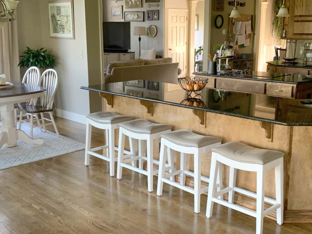 How to paint wooden stools white